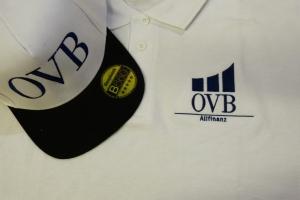 Komplet odzieży firmowej z haftem , czapka i koszulka polo.