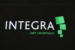 Haftowane logo firmy.
