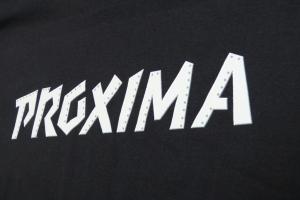 Wykonanie koszulek metodą sitodruku.
